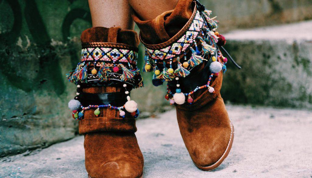 Festival Fashion- Handgefertigte- Stiefel mit Pompon Gürtel
